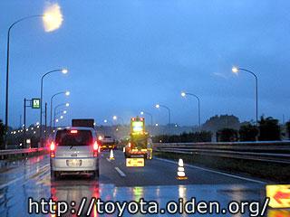 24時間前の東名高速崩落現場